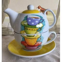 Tea for One Set mit Teetassen Motiven und gelbem Deckel sowie Untertasse